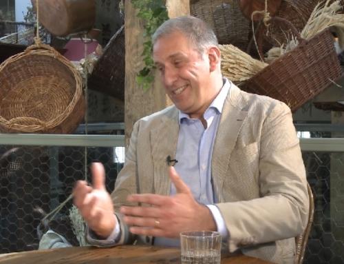 Andrea Lazzari, en el estreno del programa Grandes, presenta el SottoSopra Madrid, entrevistado por Jenny Llada.